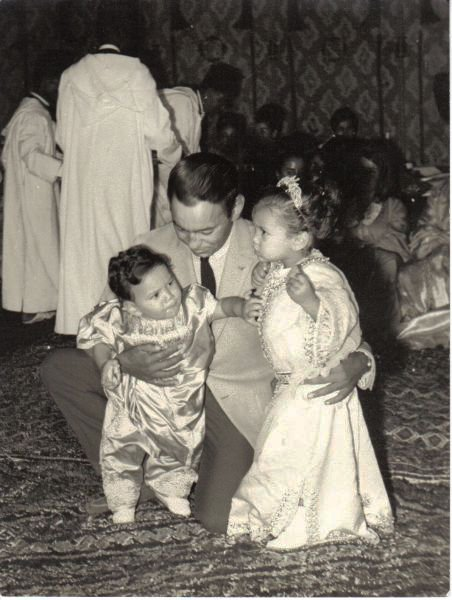 Hassan II, grabing his two elder children (descrip. bellow)