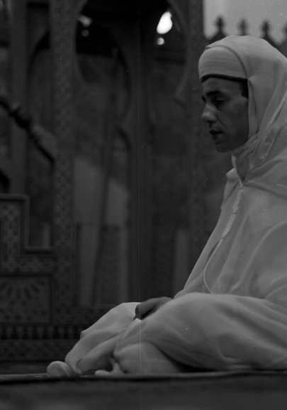 King Hassan II praying at mosque on his corronation day