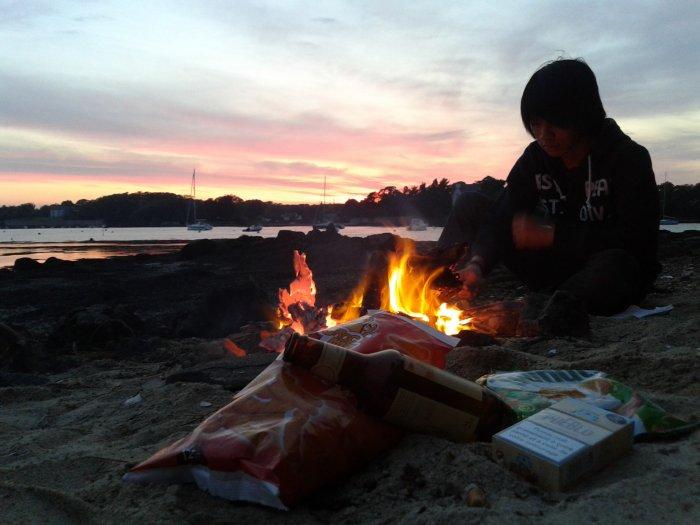 Feu de camps sur la plage en Bretagne ... ♥