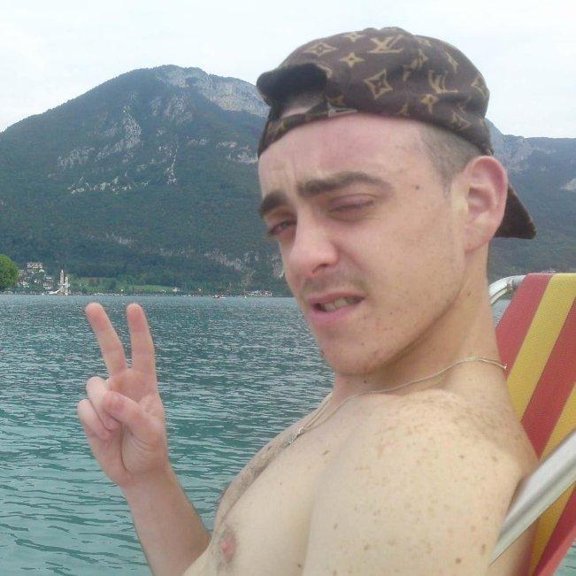 en mode pedalo sur le lac dannecy
