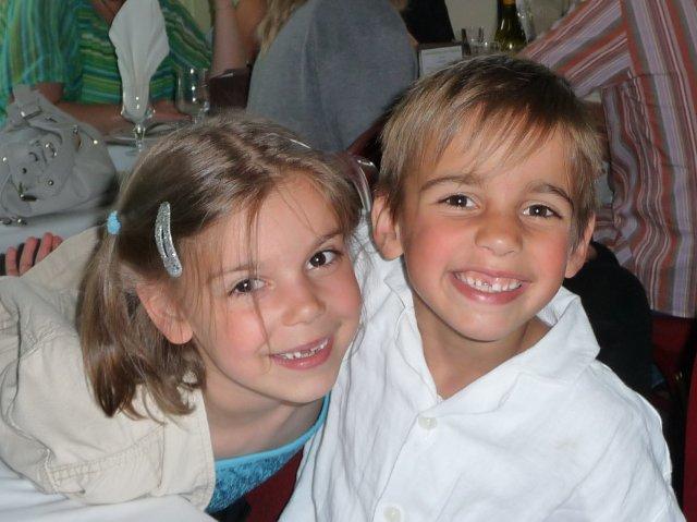 mon frère jumeau et moi étant petits