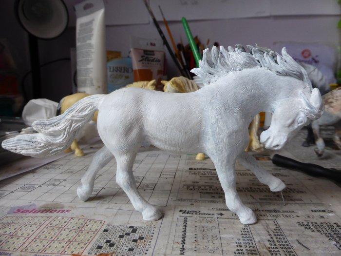 enfin ce poney a une crinière