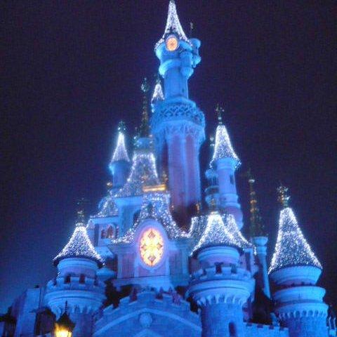 chateau disney  illuminer