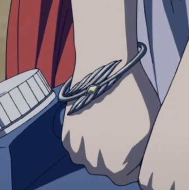 Bracelet de ??? en train de chercher de l'eau pure