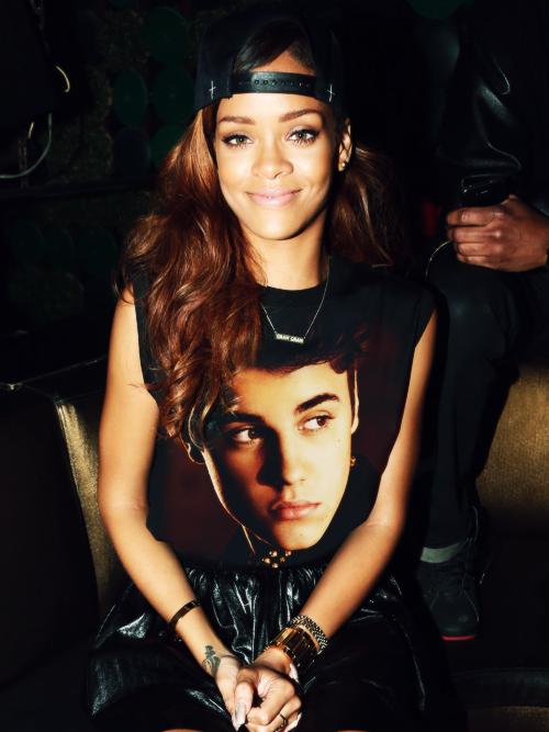 rihanna je t'adore (l) sur tous selui que ta sur ton t-shirt (l)
