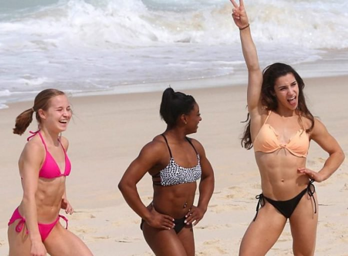 15 Female Celebs Who Looked Hot At The Beach This Summer