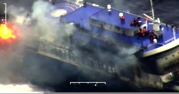 Des centaines de passagers encore piégés sur un ferry italien incendié au large de la Grèce