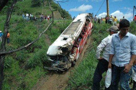 L'accident d'autocar survenu vendredi en Équateur a fait 38 morts et 46 blessés | Amérique latine