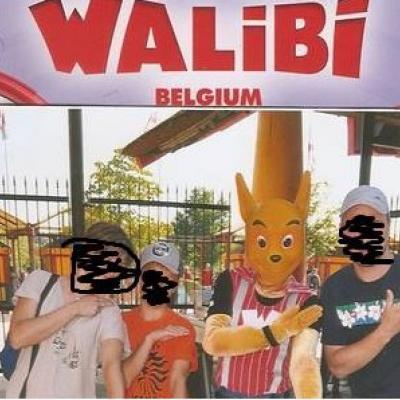 Nouvelle polémique en vue: le kangourou de Walibi lance une quenelle avec des visiteurs