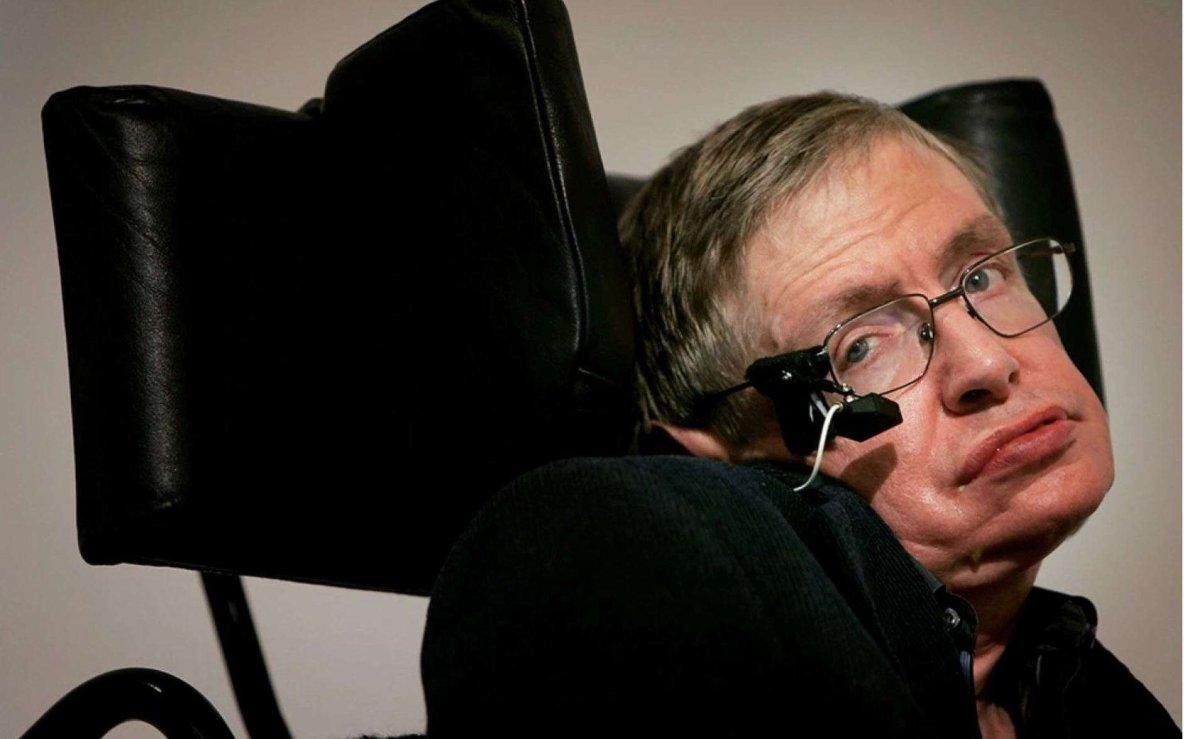 Pour Stephen Hawking, l'humanité doit se préparer à quitter la Terre