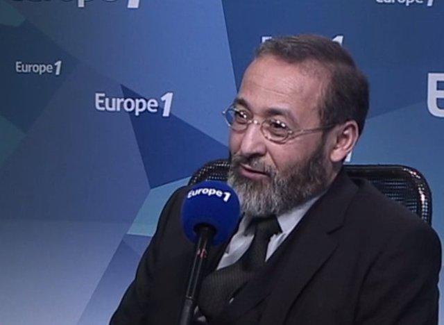"""L'imam de Bordeaux voit dans le foulard """"une invention du siècle dernier"""""""