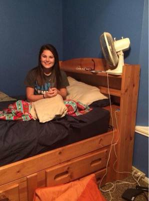 A Husband Divorced His Wife After Looking Closer At This Photo He Took Of Her - Luckypedia