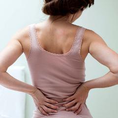 Lombalgie: une infiltration de corticoïdes dans le disque intervertébral peut diminuer la douleur