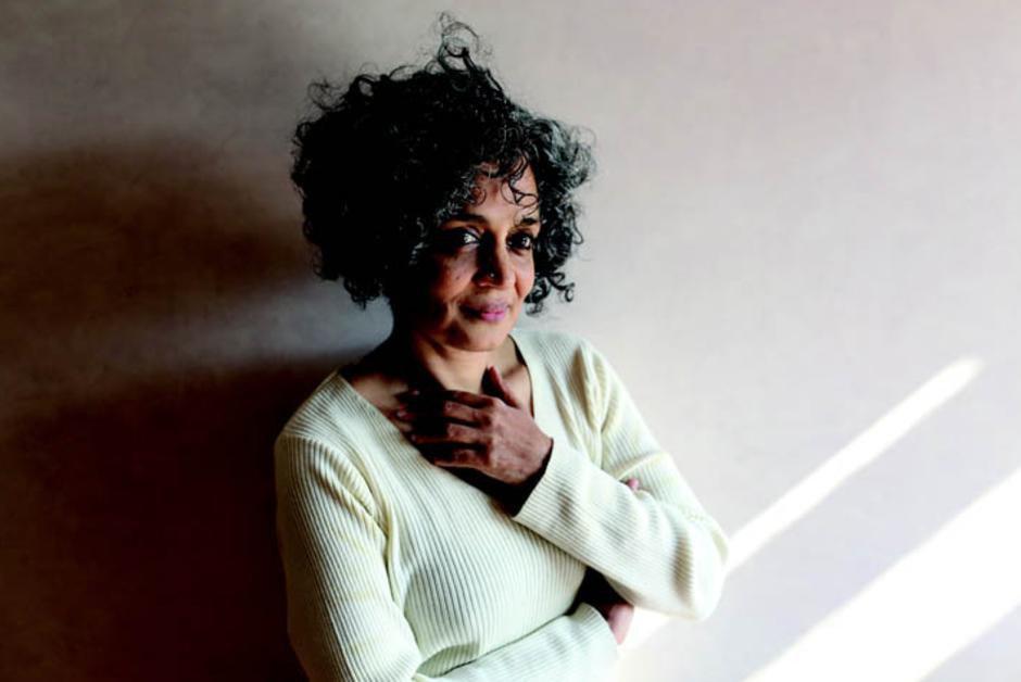 Inde. Vingt ans après, Arundhati Roy fait un retour fracassant à la fiction