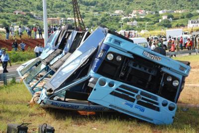 03-05-2013 - Île Maurice - Sorèze - Port Louis - Accident Autocar -...