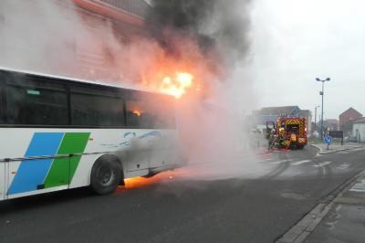 Un car des Autobus artésiens prend feu à Auchel