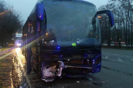 Drame sur l'E42 à Heppignies: une personne tuée dans une collision impliquant un autocar transportant une équipe de basket et une voiture