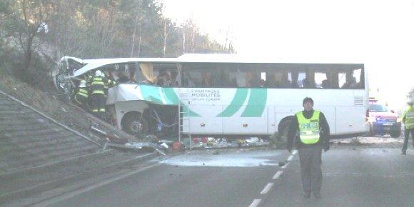 08-04-2013 - Tchequie - Champagne Ardennes - Accident d'un car de c...