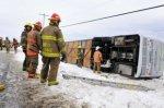 03-03-2012 - Québec, l'autocar sort de la route et culbute, 2 perso...