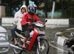 Les femmes interdites d'enfourcher un deux-roues en Indonésie
