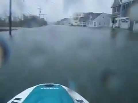 Faire du jet-ski après le passage de Sandy via Omixo