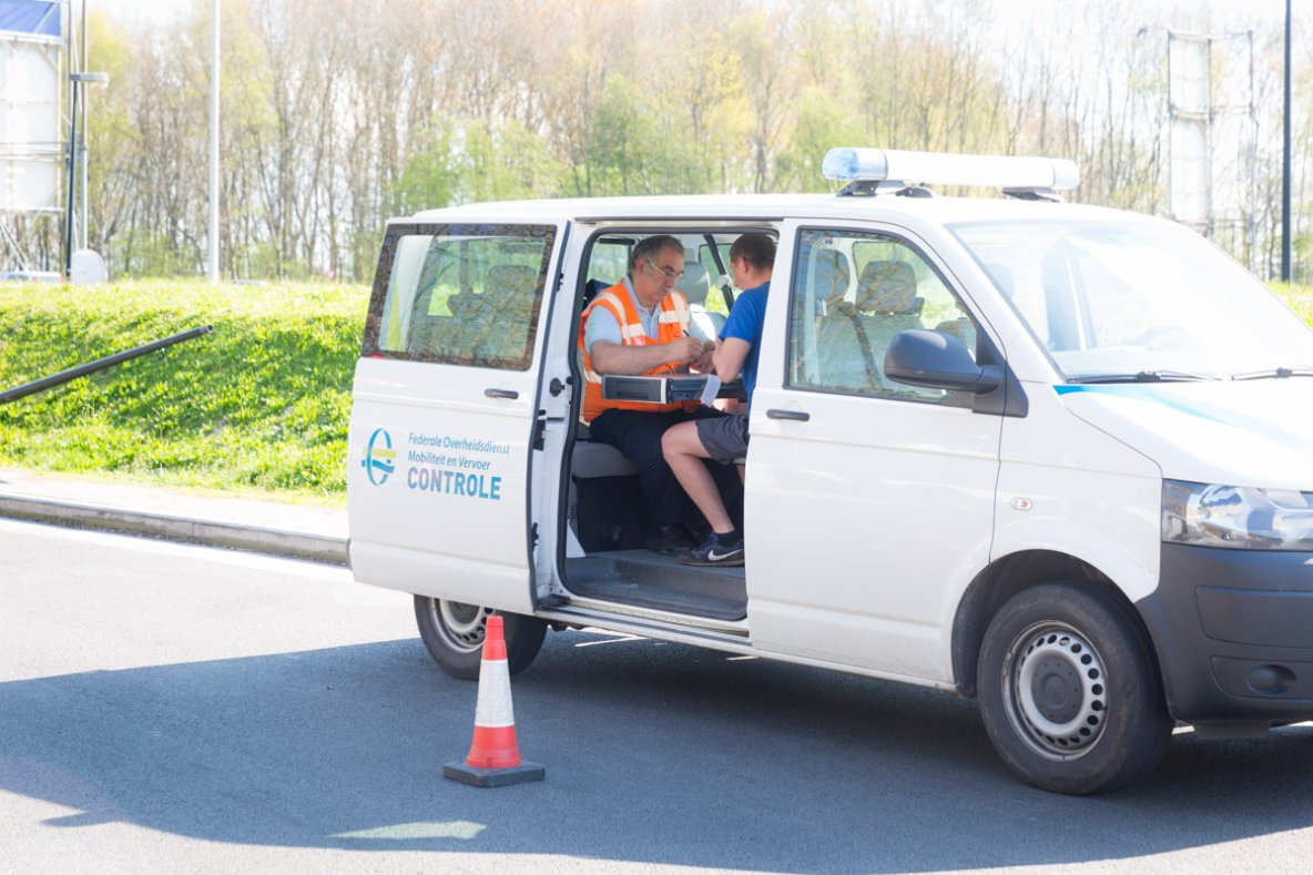 2017 - Vaste contrôle Benelux du transport routier par autocar, 59 autocars contrôlés, 18  infractions constatées. Service Public Fédéral belge Mobilité et Transports, l'inspection néerlandaise de l'Environnement et du Transport (ILT) et la douane luxembourgeoise ont contrôlé des autocars .