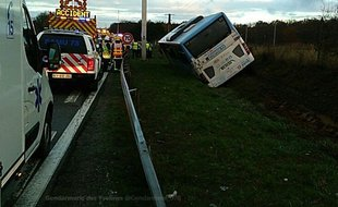 04-12-2018 - Sonchamp - Yvelines - Rambouillet - Après une sortie de route, l'accident de l'autocar fait une douzaine de blessés légers, dont huit lycéens