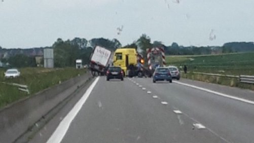 27-05-2019  -  L'autoroute A8 bloquée à la circulation suite à un important accident.