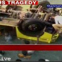 Un accident d'autocar coûte la vie à 14 enfants dans le sud de l'Inde - RTBF Monde