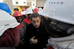 Des figurants pour accueillir Sarkozy sur un chantier