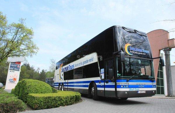 16-08-2012 - France - Un autocar Belge VanHool double étage de Solm...