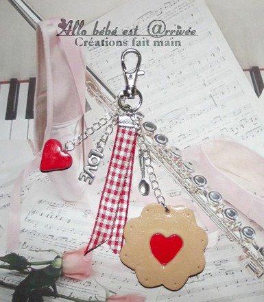 Bijoux de sacs biscuit coeur rouge St Valentin et inscription Je t'♥