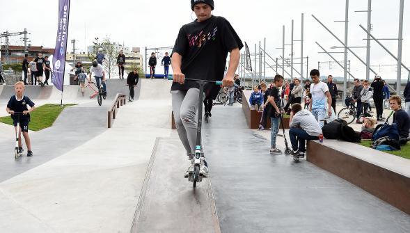 Les pompiers incitent les usagers du skatepark à porter un casque