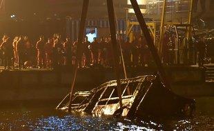 VIDEO. Chine: Un bus fait une chute mortelle après une dispute entre une passagère et le conducteur
