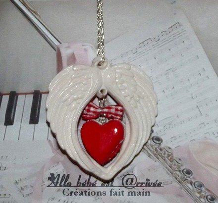 Collier 60 cm St valentin ailes d'ange macaron coeur rouge et son noeud rouge vichy