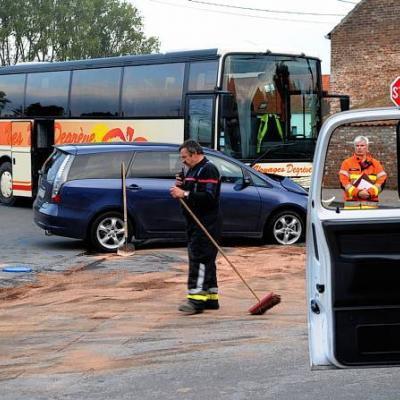 Tourpes: collision entre un car et une voiture, 7 blessés légers (Photos)