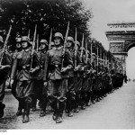 Suite à la victoire de l'Allemagne contre l'Algérie, les Allemands de France ont décidé de fêter dignement cela en défilant toute la nuit habillés de vêtements de la Wehrmacht.