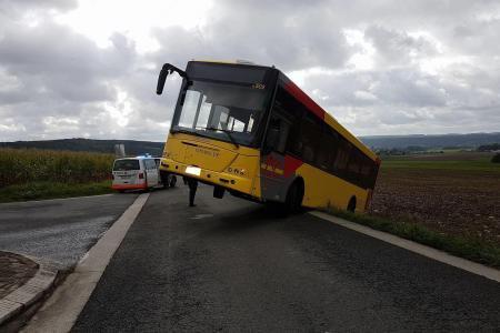 13-09-2017 - Spy - le chauffeur du bus des Tec veut faire demi-tour, il se retrouve dans le fossé!