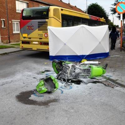 Un motard tué à Charleroi: le chauffeur du TEC lui a brûlé la priorité