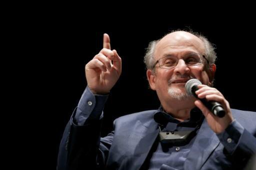 "Jihadisme: Salman Rushdie dénonce ""l'aveuglement stupide"" de l'Occident"