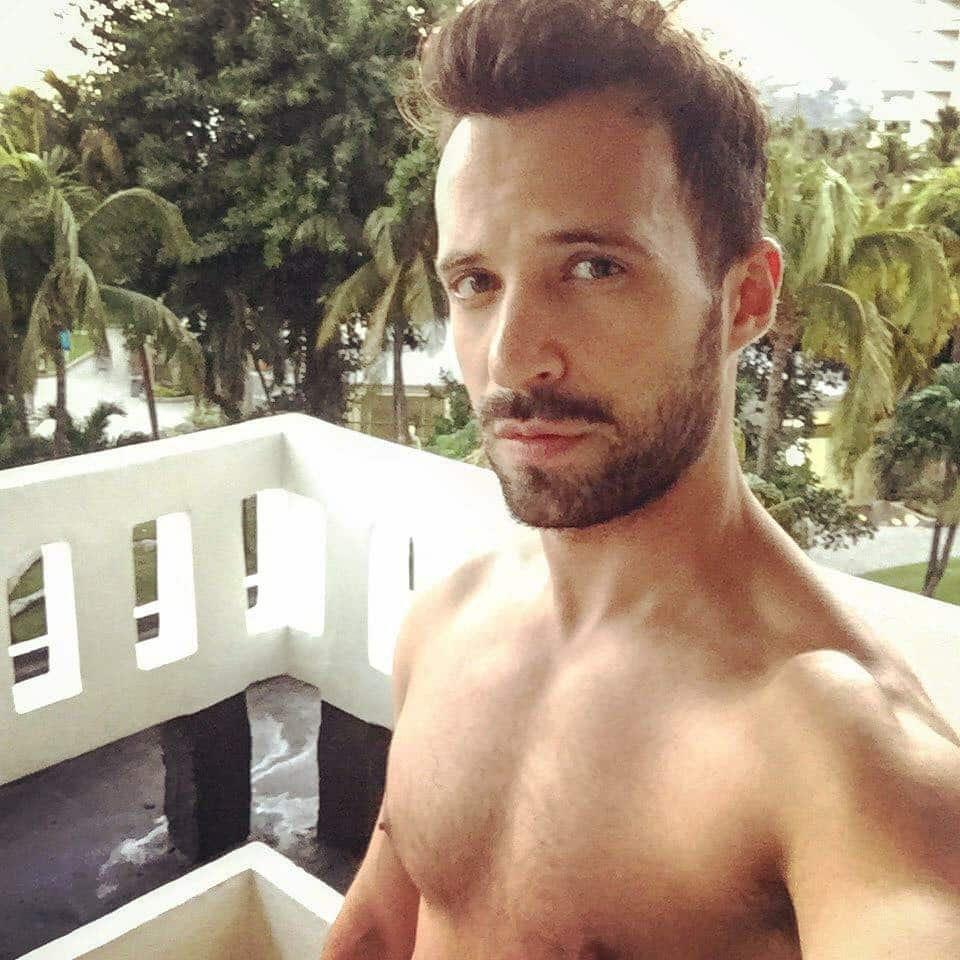 Plus de mensonges! Bonjour, je suis Rodrigo Massa, et fièrement GAY!