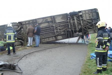Un bus sur le flanc à Mousny (La Roche): la conductrice légèrement blessée
