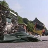 Grez-Doiceau: un accident de bus spectaculaire fait un mort - RTBF Regions