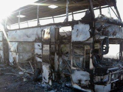 L'autobus prend feu en roulant: 52 morts