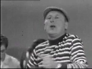 """Bourvil chante """"J'suis papa et je suis dans le ..."""