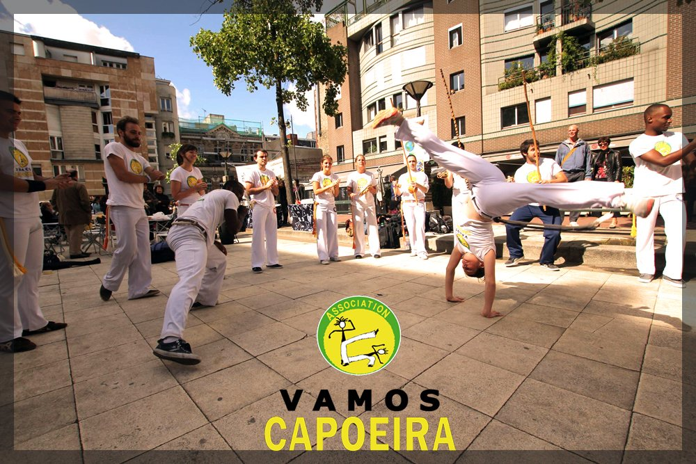Ecole Capoeira Paris • Girls are pretty impressive at vamos capoeira :D...