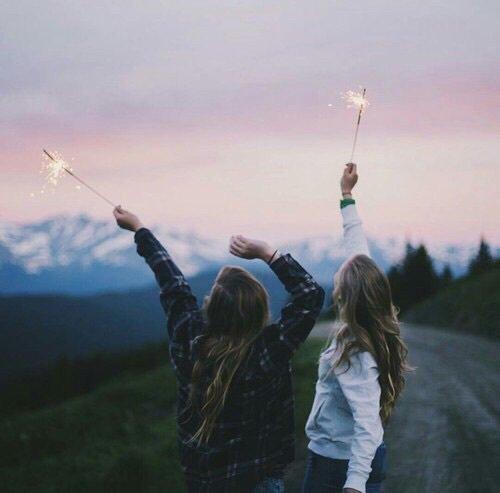 Les amis sont comme les trèfles à quatre feuilles, difficile à trouver mais vous avez la chance d'en avoir!💝