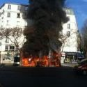 Paris : un bus s'enflamme place Gambetta