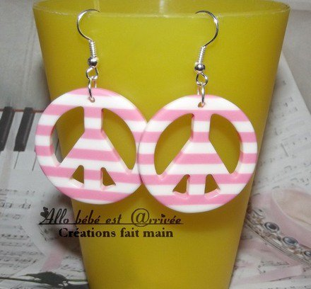 Boucle d 39 oreille peace and love en r sine ray s blanc et - Boucle d oreille peace and love ...