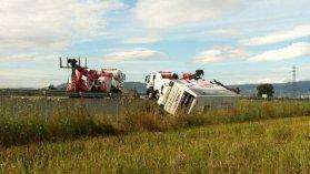 Relevage du bus deux jours après la tragique collision sur l'A89 - France 3 Auvergne